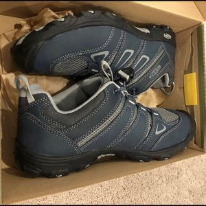 KEEN Oakridge Sneakers Gray Color Size 5 Youth